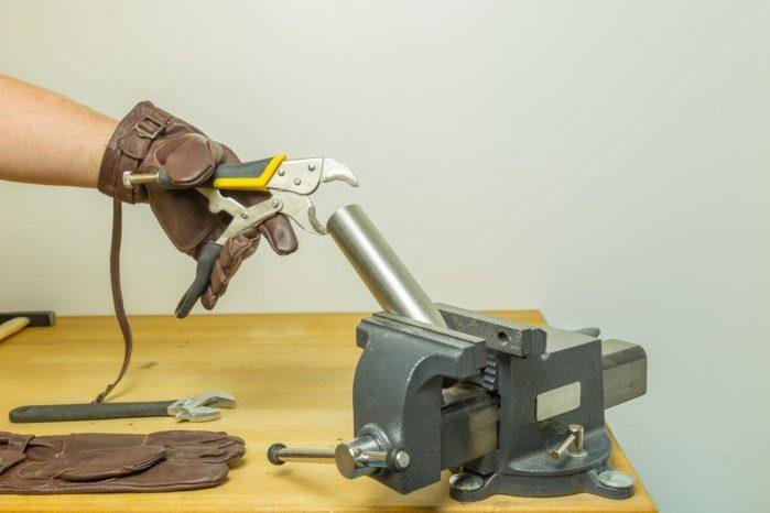 Bench vise How it works