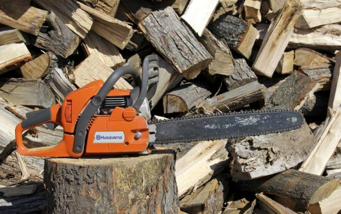 Electric Vs. Gas Chainsaw: All You Need to Know Before Getting One
