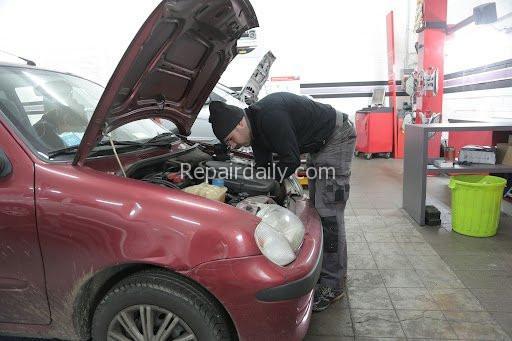 checking repairing car engiene